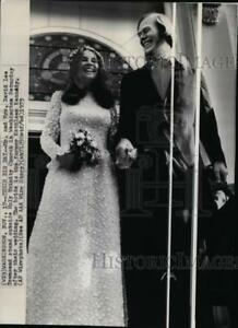 1973 Press Photo Mr. & Mrs. David Lee Townsend stand outside Holy Trinity.
