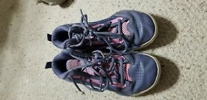 Girls Under Armour Basketball Shoes  Size 3.5