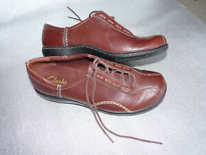 Women Clarks Oxfords Lace Up Shoes Leather Upper Brown Size 7.5M $24.99