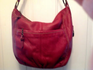 Lovely THE SAK Soft Red Pebbled Leather Hobo Shoulder Bag Handbag Med Size