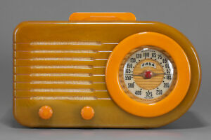 FADA 1000 'Bullet' Catalin Bakelite Radio in Onyx Green with Yellow Trim - Deco