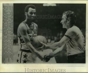 1974 Press Photo Capital Bullets' Archie Clark Awarded Ball He Scored 10000 pts