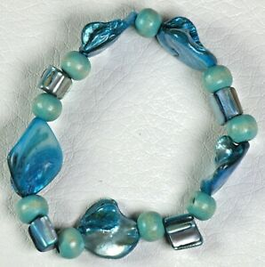 Women's Turquoise Shell and Wood beads Stretch bracelet