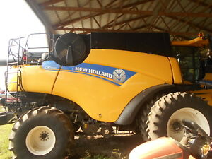 2014 NEW HOLLAND CR7090 COMBINE  SN = YDG118065  450 SEPERATOR HOURS