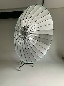 Broncolor Para 2.2 FB Reflector Kit with manfrotto stand.