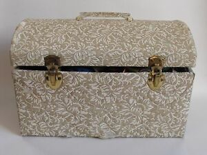 Vintage Cloth Sewing Case With Lots Of Extras $20.00