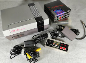 Nintendo NES Console with 4 games and controller