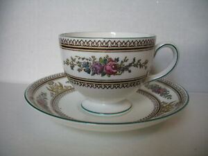 Wedgwood COLUMBIA Cup Saucer Leigh Shape Medallion W595 Green Trim $22.50