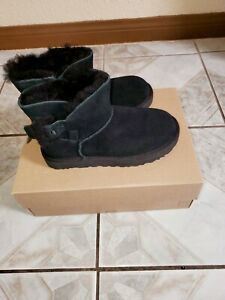 UGG Mini Bailey Fluff Buckle Black Suede Women's Boot Size US 5 NEW $0.99