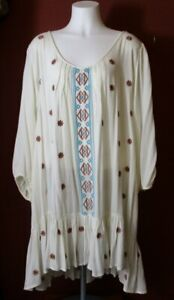 Umgee Womens 2XL Ivory Tunic With Embroidered Front Placket and Sleeves