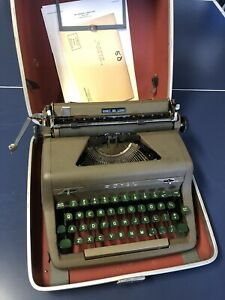 Royal Quiet De Luxe Portable Typewriter Antique With Case Good Condition $69.99