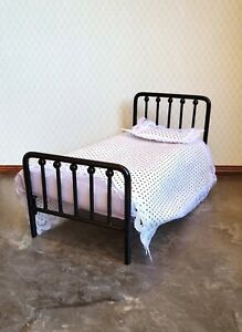 Dollhouse Miniature Bed Black Metal with Mattress Pillow Blanket 1:12 Scale $30.00