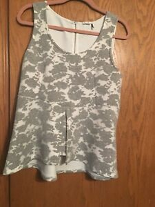 Anthropology light Gray and White Floral Peplum Tank Top by Akemi  Kin sz large
