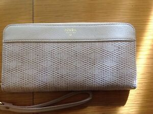 Fossil Ladies Sydney Leather Zip Clutch Wallet Barely Pink SL5091657