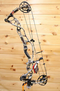 NEW 2018 Hoyt Carbon RX-1 TURBO Carbon Bow REDWRX UNDER ARMOUR Camo RH #2 2860