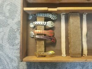 RARE VINTAGE 1910 1920's CUSTOM PAINTED SPOON FISHING LURES TACKLE BOX  2A