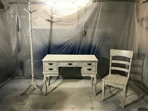 BEAUTIFUL DISTRESSED ENTRY TABLE SET IN STYLE