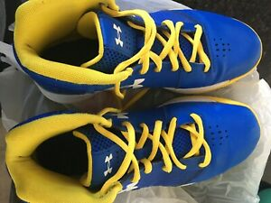 under armour shoes basketball size4.5y Blue and yellow $20.00