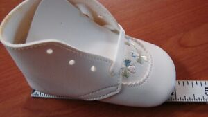 DEADSTOCK VINTAGE EMBROIDERED DETAIL INFANT BABY SHOES $5.00