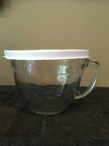 Pampered Chef Glass 8 Cup 2 Quarts Measuring Bowl With Lid EUC