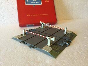 triang minic motorways level crossing with