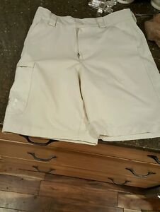 Boys Youth Large Under Armour Golf shorts