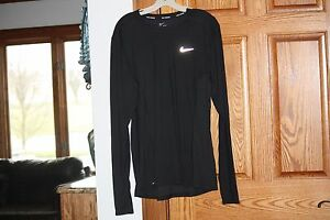 New with tags Nike Men's Running Super Soft Hyperwarm Long Sleeved Shirt Black