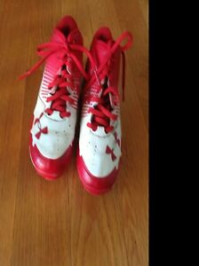 UNDER ARMOUR BOYS SIZE 1Y RED AND WHITE CLEATS GREAT CONDITION