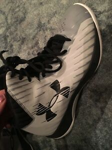Women's Under Armour Basketball High Top Shoes Size 8.5
