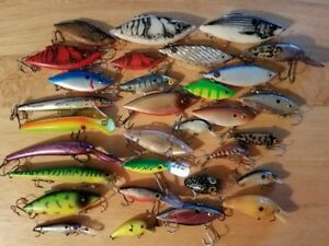HUGE LOT OF 30  MISCELLANEOUS  FISHING LURES