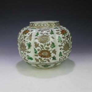 CHINESE OLD GREEN AND RED SILVER TRACED FLOWER PATTERN MELON-EDGE PORCELAIN JAR