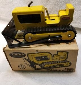 VINTAGE TONKA CONSTRUCTION BULLDOZER #2300 PRESSED STEEL  and a Collectable Box