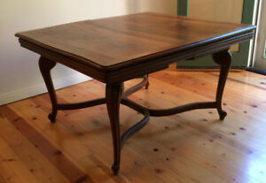 ANTIQUE WALNUT DINING TABLE 44