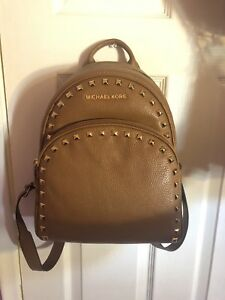 Michael Kors Medium Studded Leather Backpack (Tanbrown)
