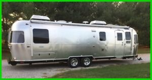 2017 Airstream Classic 30  Sleeps 5 Sirius XM Outside ENT Zip Dee Pwr Awning