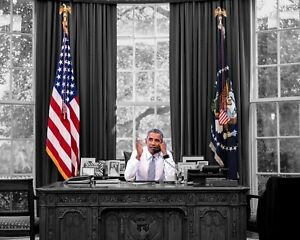 President Barack Obama Desk Oval Office 8 x 10 11 x 14 Photo Picture Photograph