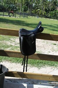 County Perfection  dressage saddle 17 Medium  very good condition