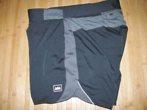 REI Shorts RUNNING Size MEDIUM Polyester BLACK with LINER and LOTS of POCKETS