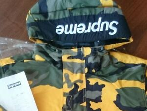 Supreme Hooded Logo Half Zip Pullover L size unused condition good camouflage