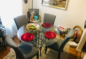 Beautiful dinning table set used with Four chairs (glass and steel metal)