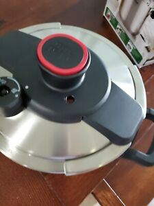 T-fal P45009 Clipso Stainless Steel Stove Top Pressure Cooker 8-Quart 7114000494