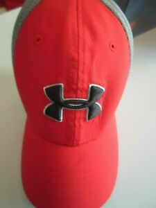 Boys Under Armour Golf Fitted Hat Red Grey Size Youth XS Small Golf on Side $9.99