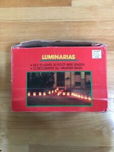 Vintage 10 C 9 Lights  Christmas Walkway Luminarias Set Red Bags 30 Foot Wire