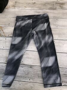 under armour cold gear leggings small $13.50