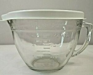 Pampered Chef Mixing Bowl Clear Glass 8 Cup 2 Qt Measuring Bowl with Lid