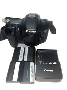 📸 canon 7d body only With 4 Batteries 📸