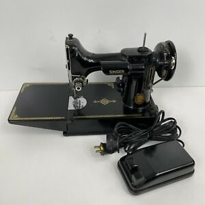 SINGER 221 Featherweight Sewing Machine amp; Pedal 1952 $320.00