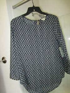 NWT 3 4 sleeve top Lily White Size M black white colors $5.76