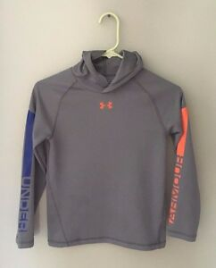 Boys Under Armour Size 78 Gray Large Logo Pullover lightweight Hoodie