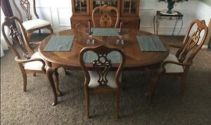 Thomasville Dining Room Set table with 2 leaves 6 chairs China cabinet e c